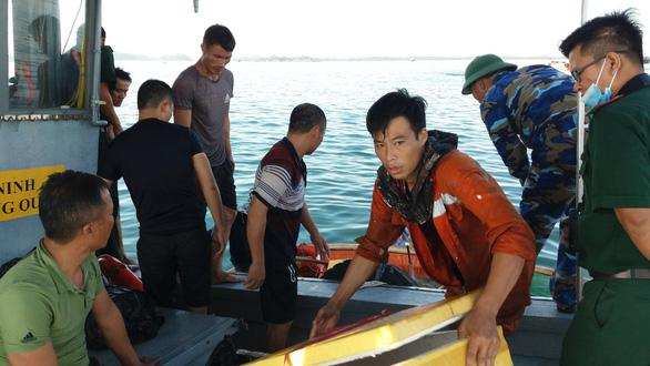 Cháy tàu chở dầu tại cảng Dung Quất, một người mất tích - Ảnh 2.