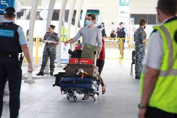 Australia pulled back its last two journalists from China - Photo 2.