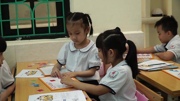 Đánh giá học sinh tiểu học chủ yếu qua lời nói, quan sát, vấn đáp, không cho điểm - Ảnh 1.