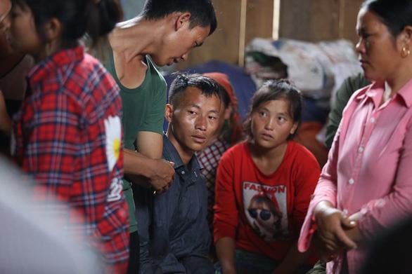 Cổng trường đè chết 3 học sinh: Bản Phung chết lặng sau buổi học đầu - Ảnh 2.