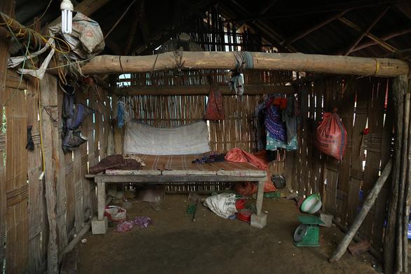 Cổng trường đè chết 3 học sinh: Bản Phung chết lặng sau buổi học đầu - Ảnh 4.