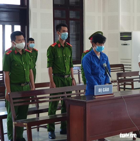 Chồng hờ hiếp dâm 2 con riêng của vợ lãnh 28 năm tù - Ảnh 1.