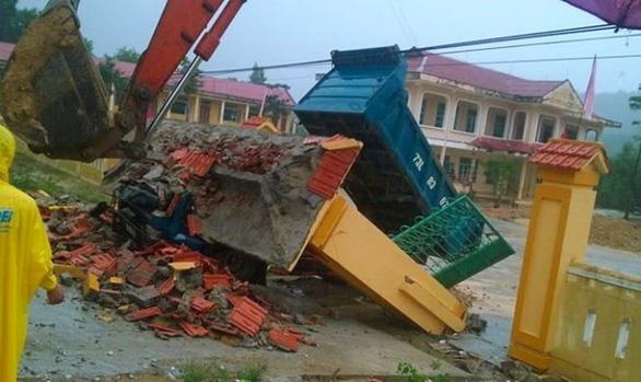 Cổng trường đổ, 3 học sinh tử vong: Bộ GD-ĐT yêu cầu rà soát công trình trường, lớp - Ảnh 1.