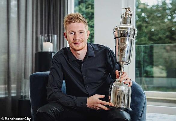 De Bruyne hoàn tất cú đúp danh hiệu Cầu thủ xuất sắc nhất mùa giải 2019-2020 - Ảnh 1.