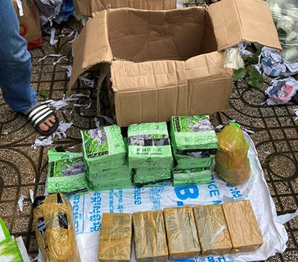 Phá đường dây vận chuyển ma túy từ Campuchia về TP.HCM, thu 47kg ma túy - Ảnh 2.