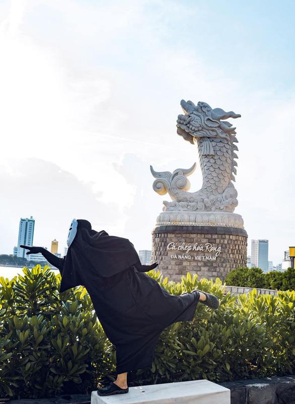 Vô Diện đi khắp Đà Nẵng mừng thành phố hết cách ly - Ảnh 3.