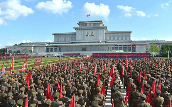 Triều Tiên lập Hội thề Bình Nhưỡng trước Cung điện Mặt trời Kumsusan - Ảnh 1.