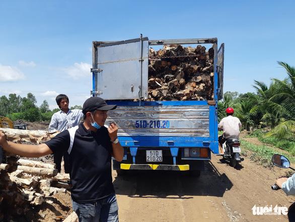Nhóm thanh niên cản trở, hành hung công nhân dự án cao tốc Trung Lương - Mỹ Thuận - Ảnh 1.