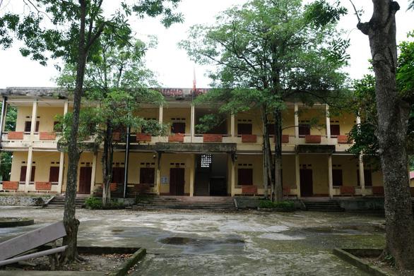 Phản đối sáp nhập trường, gần 200 học sinh bị cha mẹ buộc ở nhà - Ảnh 2.