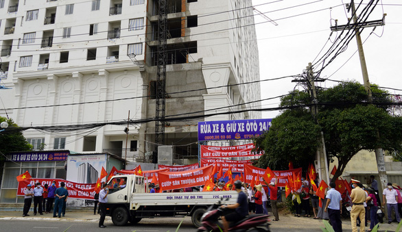 Vũng Tàu: Mới ngày đầu năm, dân chung cư Sơn Thịnh đã treo băngrôn tố chủ đầu tư - Ảnh 1.