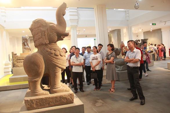 Hai cổ vật điêu khắc Chăm được công nhận bảo vật quốc gia - Ảnh 3.