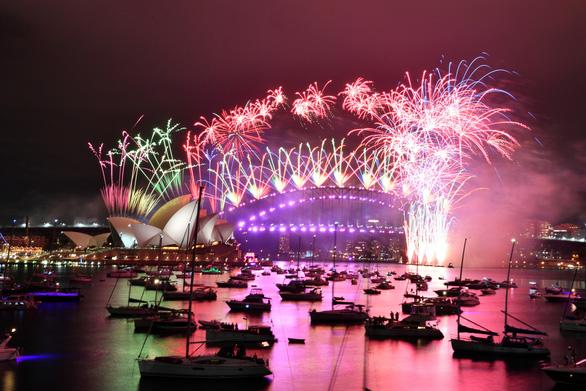 Chiêm ngưỡng pháo hoa từ đông sang tây thế giới tiễn một năm ảm đạm - Ảnh 5.