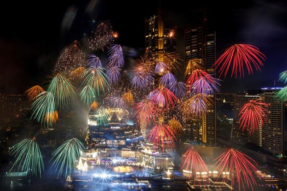 Chiêm ngưỡng pháo hoa từ đông sang tây thế giới tiễn một năm ảm đạm - Ảnh 3.