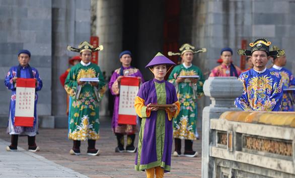 Tái hiện lễ  phát lịch của triều Nguyễn lần đầu tiên sau 180 năm - Ảnh 1.
