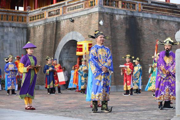 Tái hiện lễ  phát lịch của triều Nguyễn lần đầu tiên sau 180 năm - Ảnh 3.