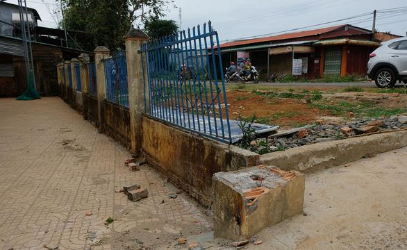 Cổng trường sập đè chết học sinh: Phải kiểm tra, rà soát trên toàn quốc - Ảnh 1.