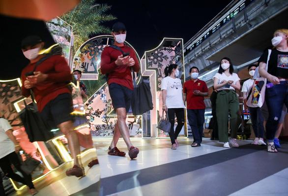 Thái Lan tăng 279 ca nhiễm COVID-19, Bangkok đóng cửa một phần - Ảnh 1.