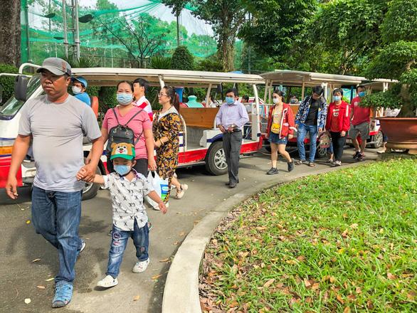 Giá vé tăng, người dân lại đến đông hơn để ủng hộ Thảo cầm viên Sài Gòn - Ảnh 6.