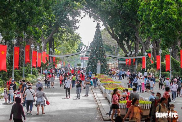 Giá vé tăng, người dân lại đến đông hơn để ủng hộ Thảo cầm viên Sài Gòn - Ảnh 2.