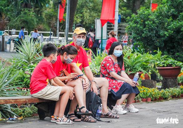 Giá vé tăng, người dân lại đến đông hơn để ủng hộ Thảo cầm viên Sài Gòn - Ảnh 4.