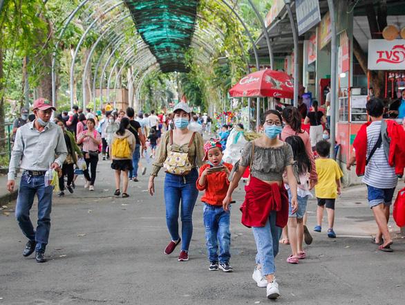 Giá vé tăng, người dân lại đến đông hơn để ủng hộ Thảo cầm viên Sài Gòn - Ảnh 8.