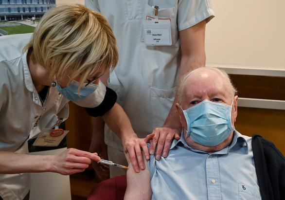 Tin vui năm mới: WHO phê duyệt sử dụng khẩn cấp vắc xin ngừa COVID-19 đầu tiên - Ảnh 1.