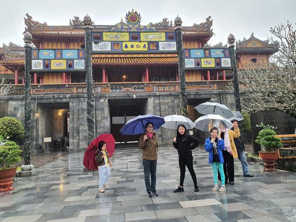 Lần đầu tiên phố cổ Hội An đón đoàn khách Việt vào xông đất - Ảnh 6.