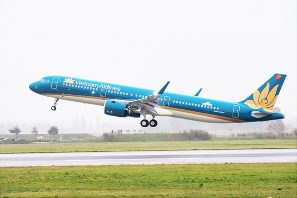 Khai thác bước 1 đường băng sân bay Nội Bài sau 6 tháng nâng cấp - Ảnh 1.