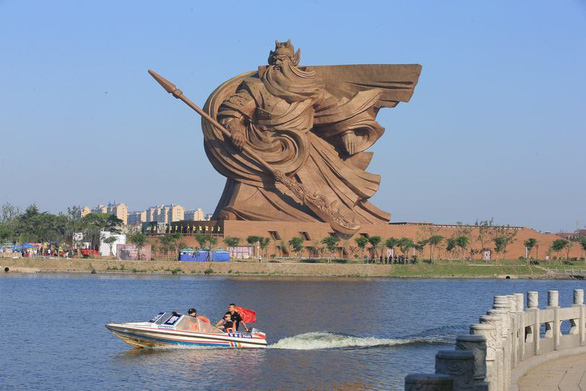 Tượng đài Quan Công siêu to khổng lồ xây 600 tỉ đồng, di dời hết 540 tỉ - Ảnh 1.