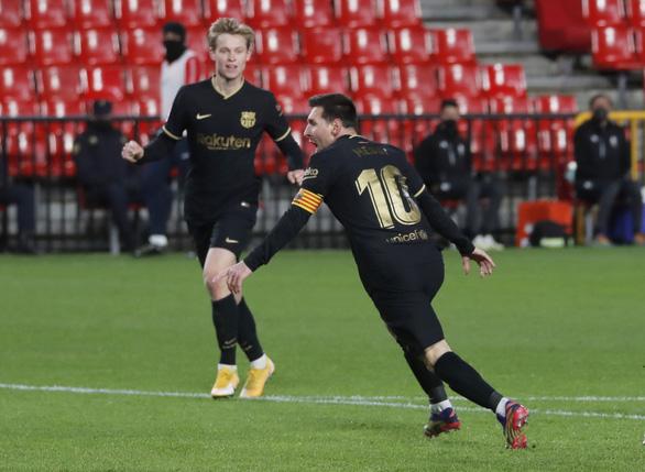 Messi sút phạt tinh quái giúp Barca thắng trận thứ 3 liên tiếp - Ảnh 2.