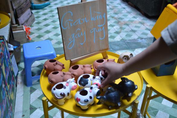 Bạn trẻ Sài Gòn mua đồ cũ làm từ thiện - Ảnh 2.