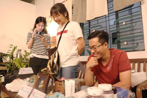 Bạn trẻ Sài Gòn mua đồ cũ làm từ thiện - Ảnh 5.