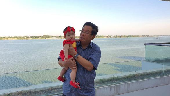 شهروندان اینترنتی کامبوج از تصویر نخست وزیر هون سن در مراقبت از نوه 22 خود لذت می برند - عکس 4.