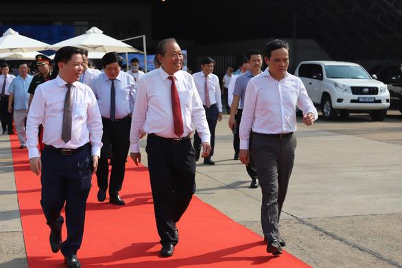 Chính thức đưa vào khai thác đường băng 2.000 tỉ đồng sân bay Tân Sơn Nhất - Ảnh 2.