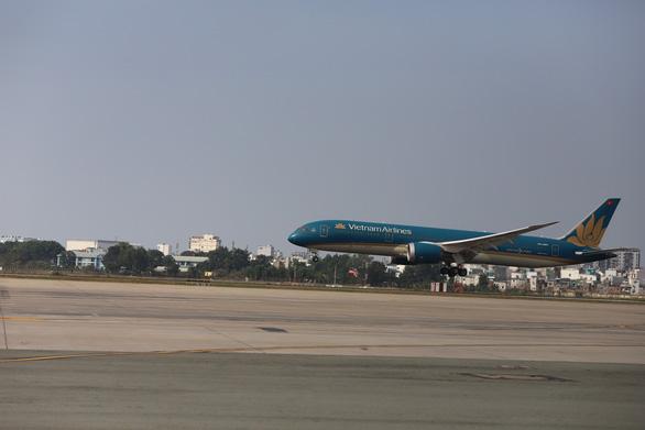 Chính thức đưa vào khai thác đường băng 2.000 tỉ đồng sân bay Tân Sơn Nhất - Ảnh 4.