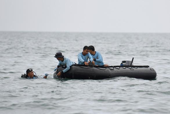 Xác định vị trí hai hộp đen máy bay Indonesia rơi xuống biển, bắt đầu trục vớt - Ảnh 1.