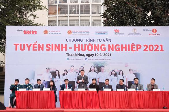 Tư vấn tuyển sinh ở Thanh Hóa: Muốn vào ngành hot, chuẩn bị học phí và học cật lực - Ảnh 1.
