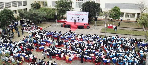 Tư vấn tuyển sinh ở Thanh Hóa: Muốn vào ngành hot, chuẩn bị học phí và học cật lực - Ảnh 7.