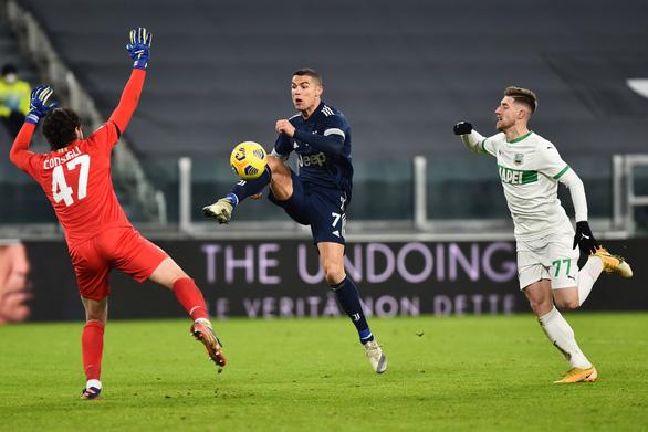Ronaldo chuộc lỗi với bàn thắng phút 90+2 giúp Juve giành 3 điểm - Ảnh 2.