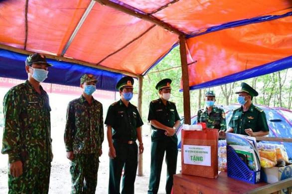 Biên phòng TP.HCM, Bình Thuận điều quân hỗ trợ Tây Ninh chống dịch vùng biên - Ảnh 1.