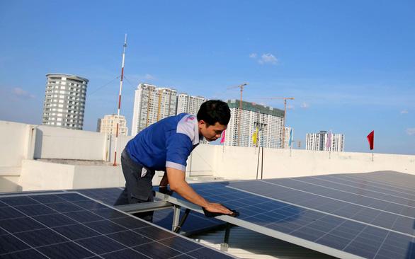 Đừng để ôm nợ, ai nên đầu tư điện mặt trời? - Ảnh 1.