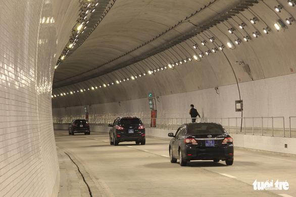 Hầm Hải Vân 2 mở cửa dịp tết rồi... đóng cửa vì còn vướng cơ chế - Ảnh 2.