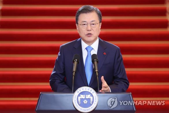 Hàn Quốc tiêm vắc xin COVID-19 miễn phí cho toàn dân - Ảnh 1.