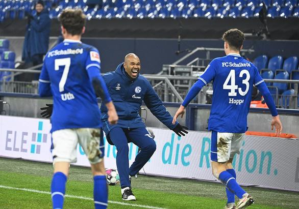 Schalke 04 tạm quên khủng hoảng - Ảnh 1.