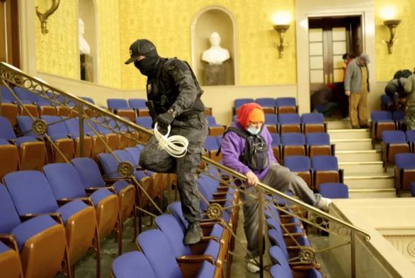 Người cầm dây nhựa chuyên trói tay vào nhà Quốc hội Mỹ bị bắt - Ảnh 1.