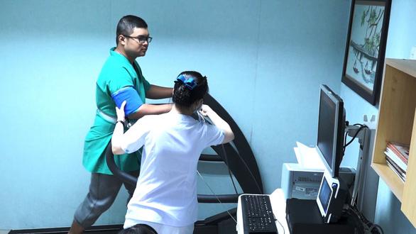 Diễn đàn khoa học trực tuyến của BV Đại học Y dược: Nhiều cơ hội học hỏi cho các bác sĩ tim mạch - Ảnh 4.