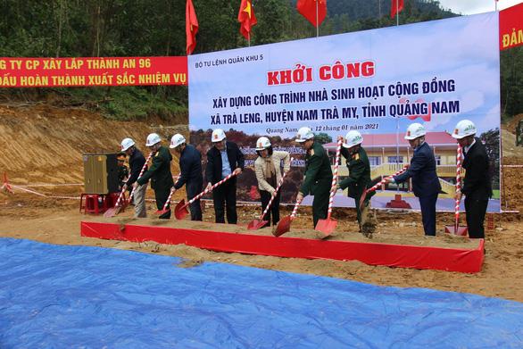 Bà Trương Thị Mai thăm bà con vùng sạt lở ở huyện miền núi Quảng Nam - Ảnh 2.