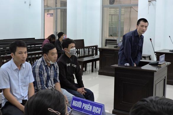 Bị cáo người Trung Quốc khai ân nhân giúp thành người Việt Nam - Ảnh 1.