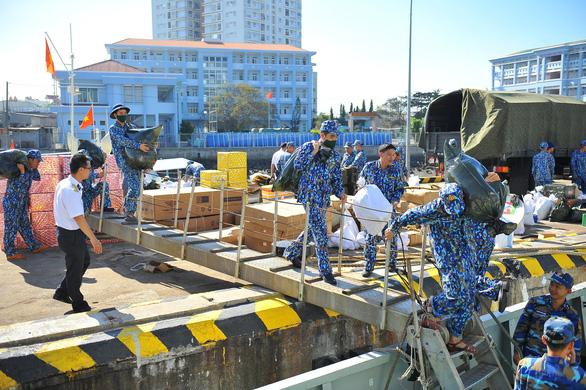 Vùng 2 Hải quân chuẩn bị quà đi chúc tết nhà giàn DK1 và Côn Đảo - Ảnh 4.