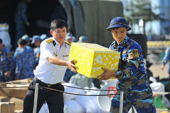 Vùng 2 Hải quân chuẩn bị quà đi chúc tết nhà giàn DK1 và Côn Đảo - Ảnh 5.